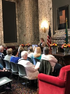 Teresa Berntsen speaks at award ceremony honoring organ donors